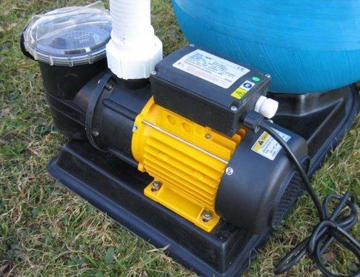 pompa e filtro a sabbia per pulizia piscina